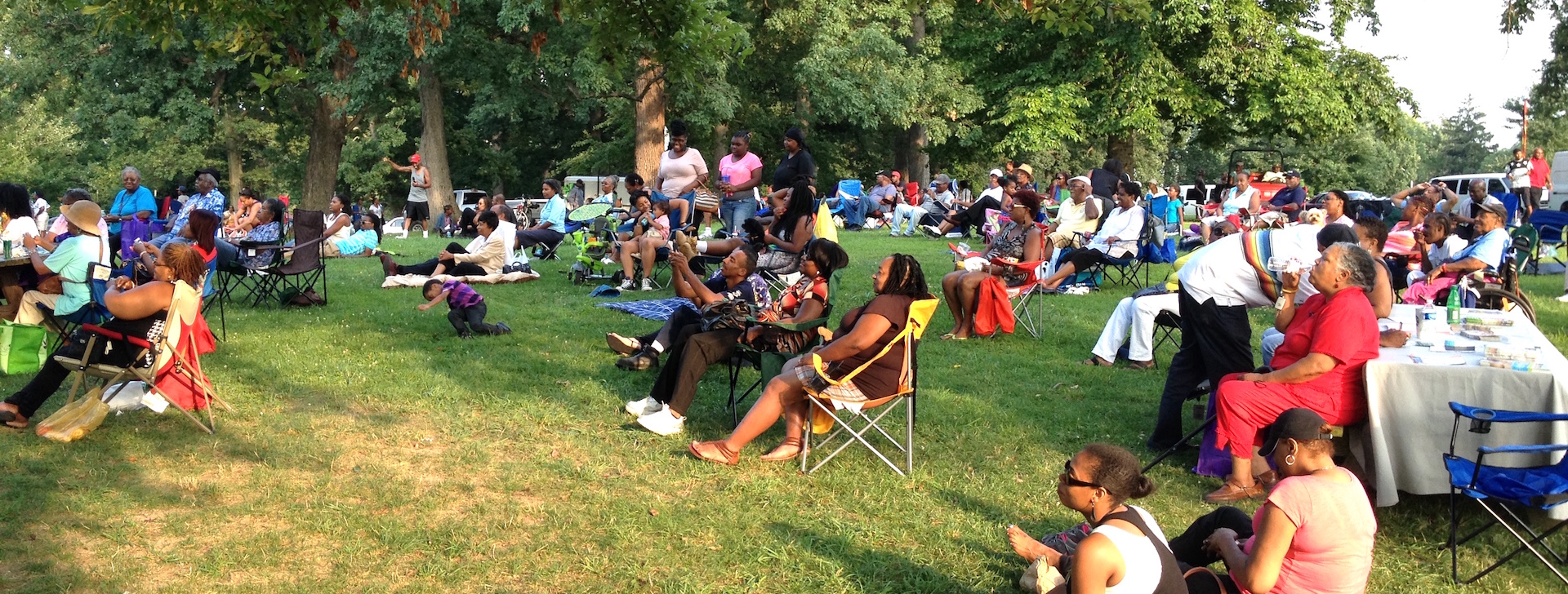Druid Hill Farmers Market - band crowd